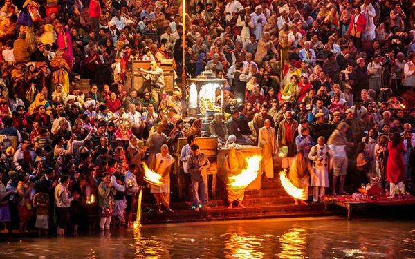 El Kumbh Mela: Peregrinaje religioso de la India mas grande en el mundo .